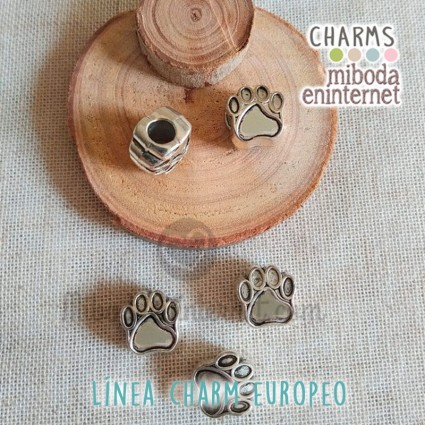 Charm Europeo metal plata huella perro