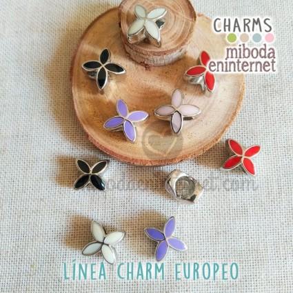 Charm Europeo metal plata lacado flor surtida