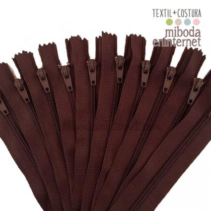 Cremallera nylon 23 cms marrón chocolate