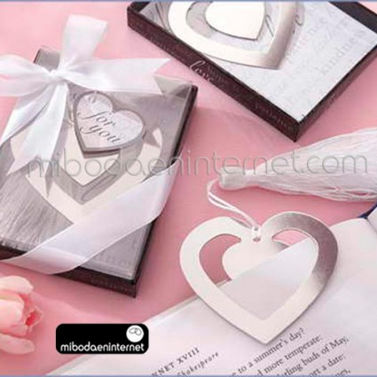 Punto de libro Metal plateado corazon en cajita con lazo