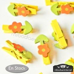 Pinza madera amarilla con flor 12ud