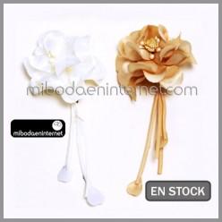 Broche Ramillete Flor Marfil/Beige 17 cms