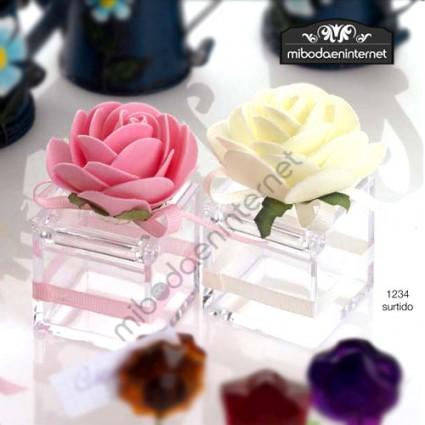 Cajita Cubo Metacrilato Transparente con Flor 4,5 cms