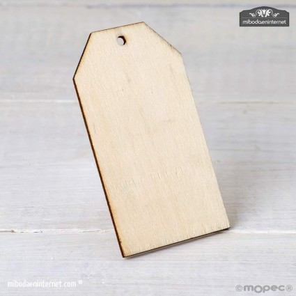 Tarjeta de madera con agujero