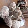 Idea: decora botes de cristal con arpillera y este ramillete